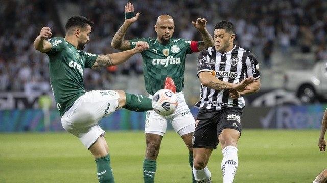 Palmeiras não teve o menor constrangimento em se defender. Hulk sofreu forte marcação