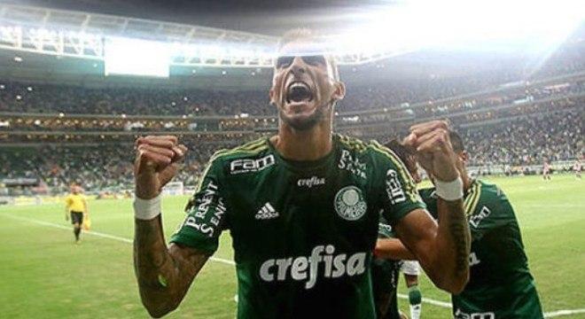 Palmeiras e São Paulo fazem neste sábado, às 19h, o clássico paulista da 15ª rodada do Campeoanto Brasileiro. Desde que o Allianz Parque foi inaugurado, o Tricolor nunca venceu no local. Relembre as partidas.  Palmeiras 3 x 0 São Paulo (Campeonato Paulista) - 25/3/2015 – Gols: Robinho, aos 2'/1ºT (1-0); Rafael Marques, aos 22'/1ºT (2-0); Rafael Marques, aos 6'/2ºT (3-0).
