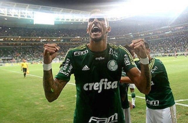 Palmeiras e São Paulo fazem neste sábado, às 19h, o clássico paulista da 15ª rodada do Campeoanto Brasileiro. Desde que o Allianz Parque foi inaugurado, o Tricolor nunca venceu no local. Relembre as partidas.Palmeiras 3 x 0 São Paulo (Campeonato Paulista) - 25/3/2015 – Gols: Robinho, aos 2'/1ºT (1-0); Rafael Marques, aos 22'/1ºT (2-0); Rafael Marques, aos 6'/2ºT (3-0).