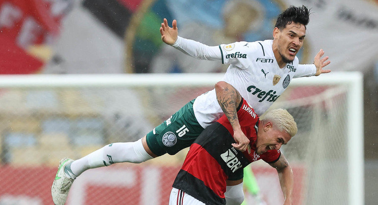 Mesmo com três zagueiros, o Palmeiras só tentou contragolpes em lançamentos para Rony