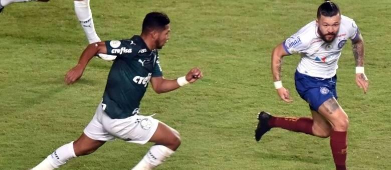 Palmeiras deixa a vitória escapar nos acréscimos, em Pituaçu (BA)