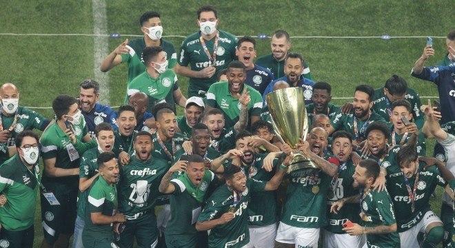 Capitão Felipe Melo ergueu troféu de campeão do Paulistão 2020