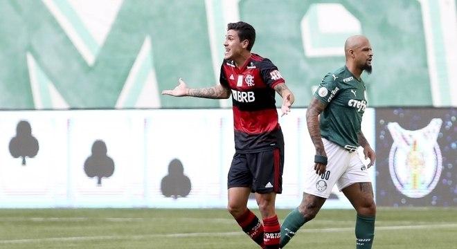 Com apenas dois titulares, o Flamengo empata com o 'poderoso' Palmeiras