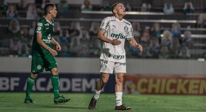 Meia Marcelinho, de 17 anos, ganha chance no Palmeiras neste sábado (21)