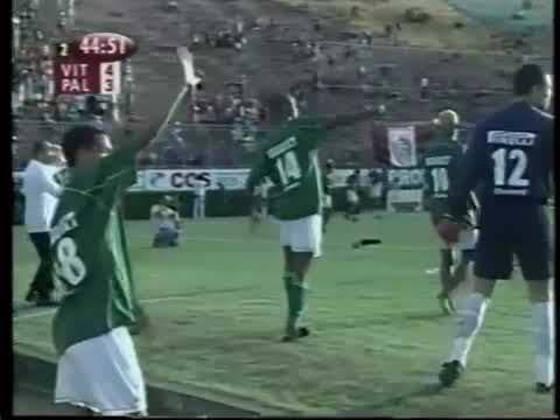 Palmeiras - O alviverde foi outro gigante do futebol brasileiro que já conheceu o sabor amargo de cair para a segunda divisão. O clube paulista foi rebaixado para a série B do Brasileirão em 2002 e 2012.