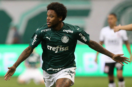 Luiz Adriano é um dos poupados das críticas