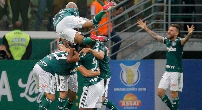 Jogadores do Palmeiras comemoram segundo gol