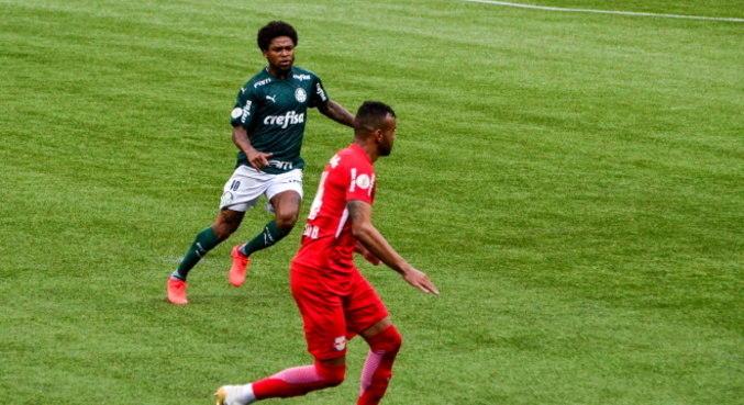 Luiz Adriano fez gol do Palmeiras contra Bragantino após um mês contundido