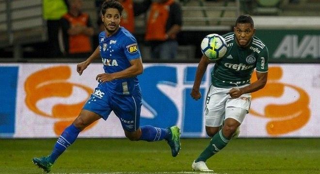 Palmeirense Borja lutou com a zaga do Cruzeiro na 1ª semifinal da Copa do  Brasil fd3e4bb92dd8c
