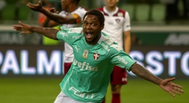 Luiz Adriano teve de mostrar criatividade para comemorar seus gols