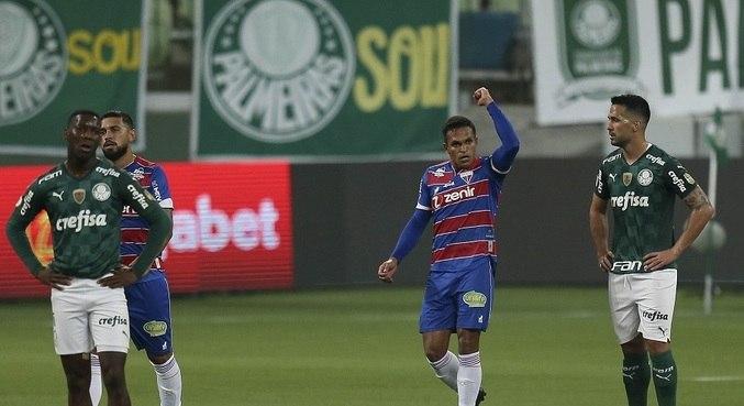 Robson celebra o 2º gol do Fortaleza na vitória contra o Palmeiras no Allianz Parque