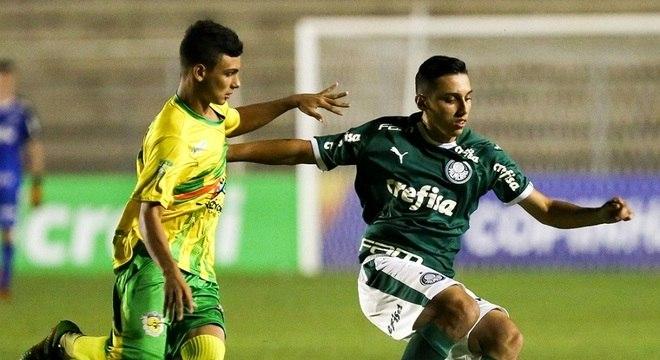 Galvez perdeu para o Palmeiras por 3 a 0 e foi eliminado da Copa São Paulo d8fcb750f7bb3