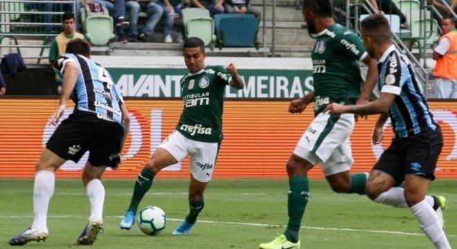 Dudu teve boa atuação pelo Palmeiras, mas não evitou a derrota do time em casa