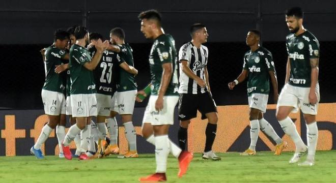 Gustavo Gómez comemorou discretamente o gol contra sua ex-equipe