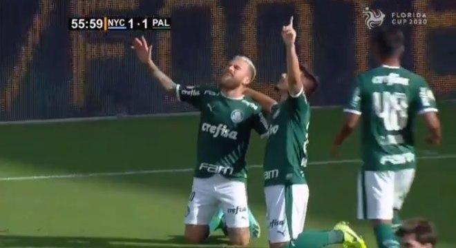 Lucas Lima e Willian comemoram primeiro gol do Palmeiras