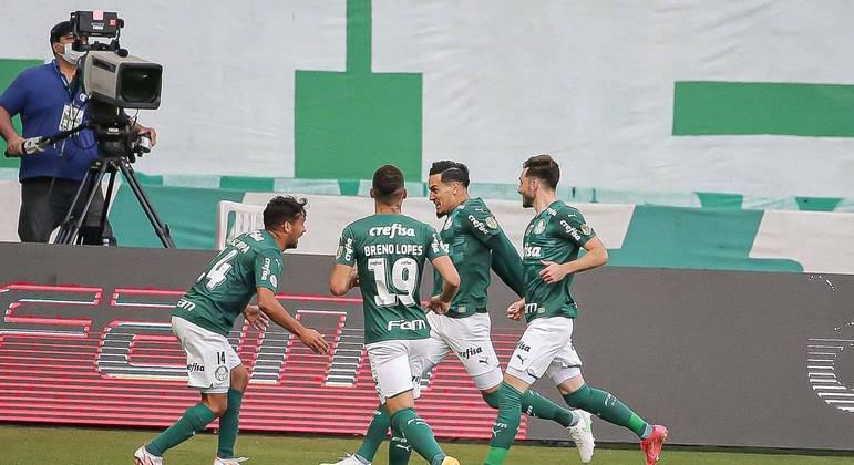 Gustavo Gómez abriu o placar de cabeça para o Palmeiras