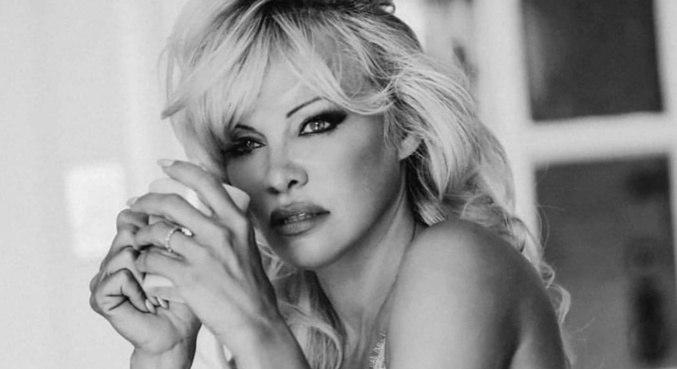 Pamela Anderson revelou que não fará mais parte das redes sociais