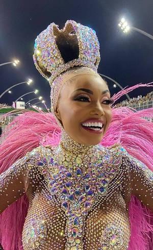 Pâmella Gomes: cachorro quente e feijoada depois do Carnaval