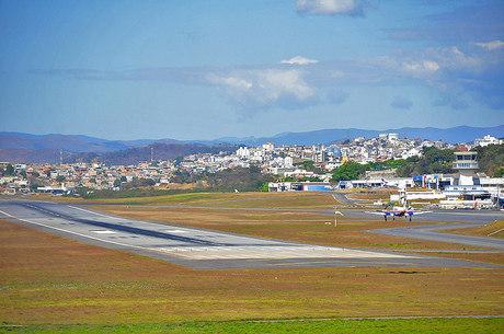 Aeroporto fica em área urbana de BH