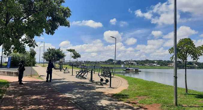 Guardas impedem aglomerações na lagoa da Pampulha