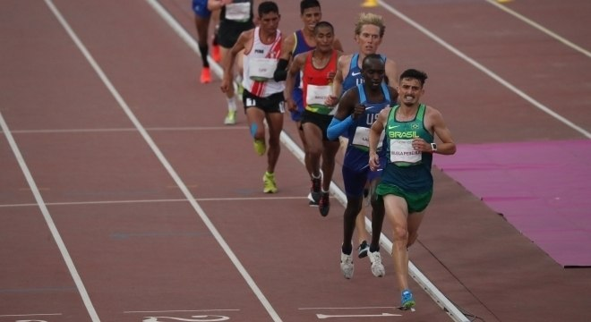 Ederson Vilela Pereira ficou com a medalha de ouro nos 10 mil metros
