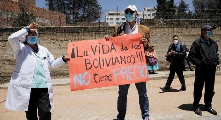Bolívia sofre com grande número de mortes na segunda onda de covid-19 no país