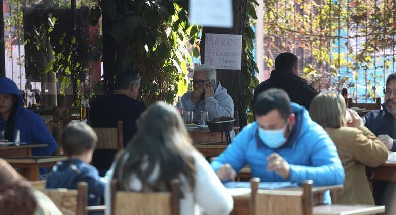 Chilenos tiveram três meses de restrições para conter a segunda onda de covid-19 no país