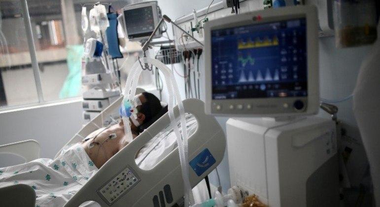 Colômbia enfrenta a terceira onda de covid-19 com hospitais lotados e com falta de suprimentos