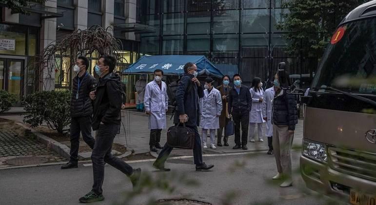 Especialistas da OMS foram à China para investiga a origem da covid-19