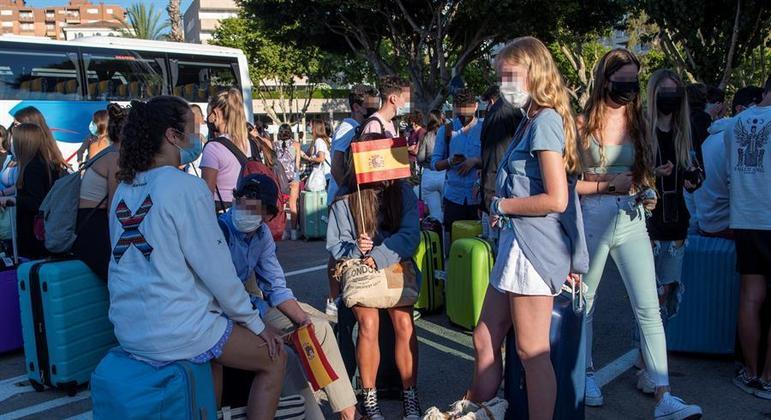 Aumento de contágios entre jovens preocupa as autoridades espanholas