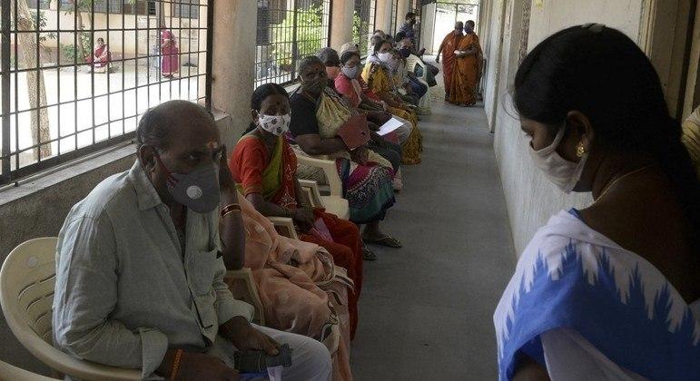 Índia adota nova restrições após aumento do número de casos de covid-19