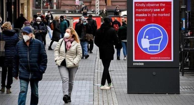 Estabelecimentos considerados não essenciais permanecem fechados no país
