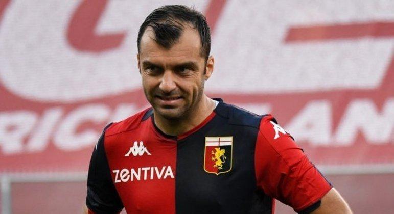 Goran Pandev, 37 de idade, dois gols no ex, o Napoli