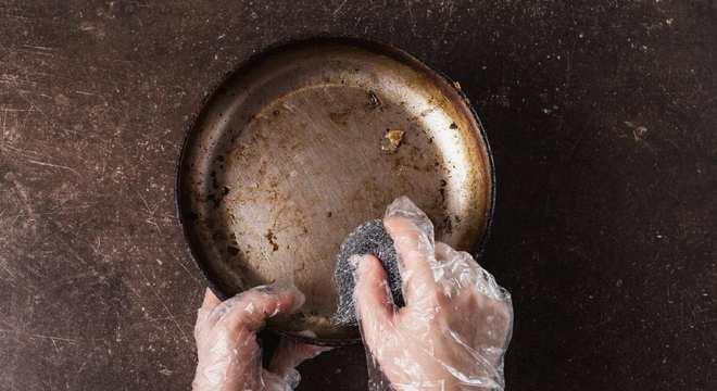 Panela grudada- Como lavar cada tipo de panela + dicas caseiras