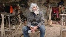 Eremita que vive em caverna há 20 anos toma vacina contra covid-19