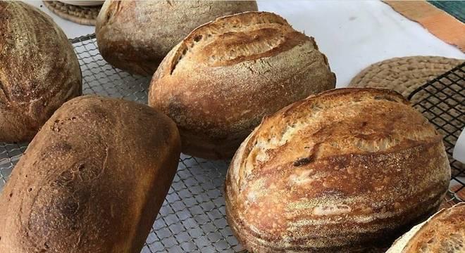 Pães de fermentação natural estão entre produtos do Empório Aveiro