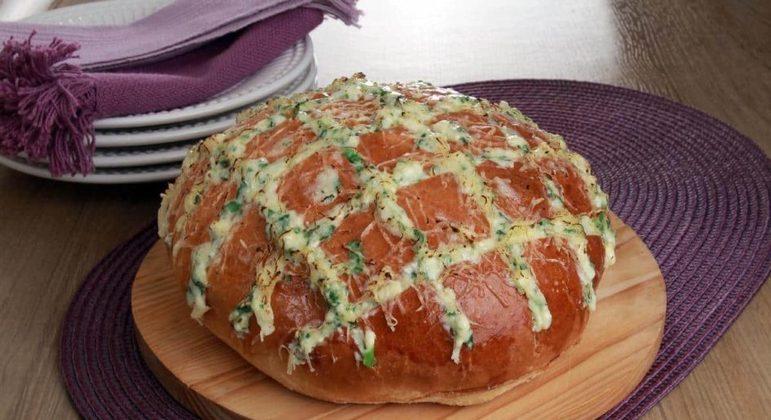 Pão italiano com alho, parmesão e ervas