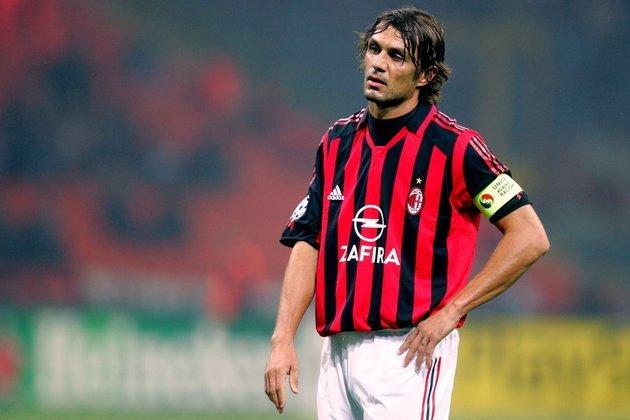 Paolo Maldini - Seguiu os passos do pai Cesare Maldini, e se tornou uma lenda do Milan com nada menos que 902 partidas e 26 títulos com a camisa do clube Rossonero