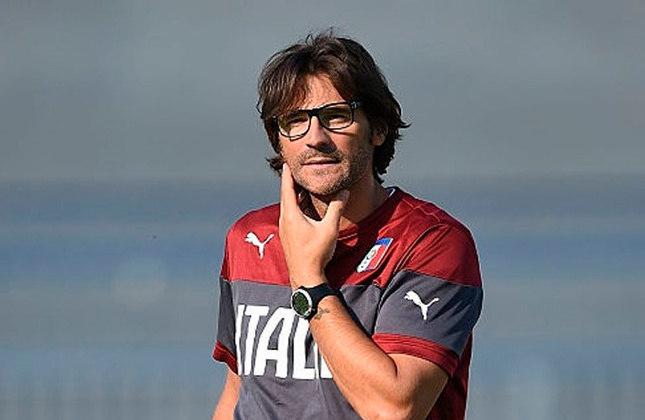 Paolo Vanoli: O lateral-esquerdo daquele time hoje faz parte da comissão técnica da Inter de Milão.
