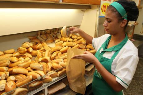 Alta do dólar deverá ser repassada ao pãozinho