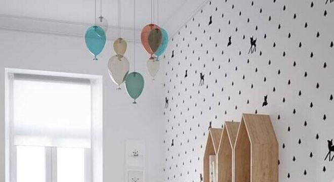 papel de parede infantil para quarto decorado com nichos de casinha