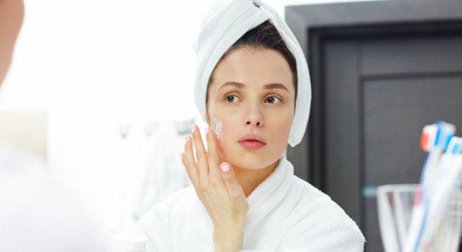 O hidratante da linha Uniform & Matte da Garnier é o produto ideal para quem quer cuidar da pele e mantê-la saudável