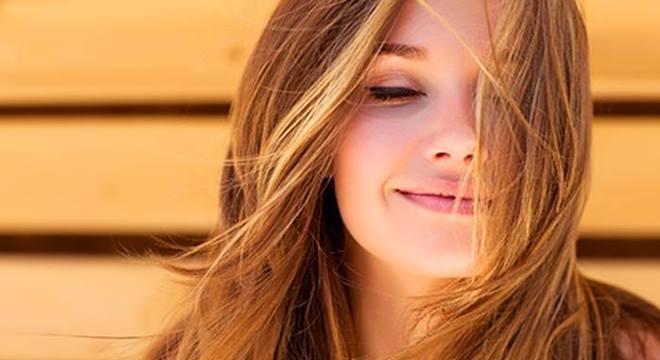 A vitamina C, seja de uso tópico ou consumida em alimentos, pode resgatar a luminosidade da pele