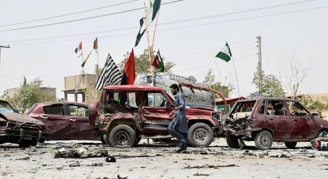 Homem-bomba lançou sua moto contra carros em Quetta, oeste do Paquistão