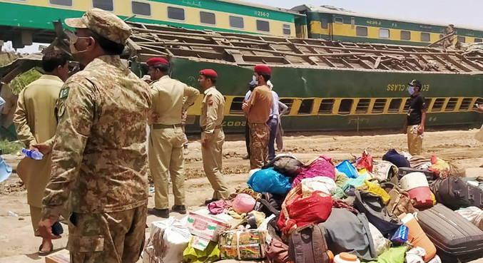 Acidente ferroviário deixa 43 mortos no sul do Paquistão