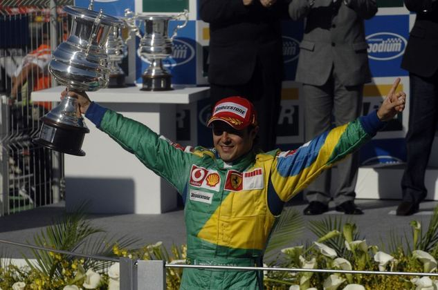 Para a ocasião, o brasileiro usou um macacão especial com as cores da bandeira