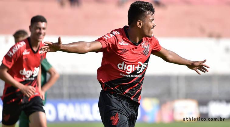 Para completar os clubes que já lideraram o Brasileiro deste ano está o Athletico-PR. O Furacão foi o líder na 2ª rodada neste ano. A última vez que ficou em primeiro no nacional foi no ano de 2018, na 1ª rodada. O clube terminou o Brasileiro daquele ano em 7º lugar.
