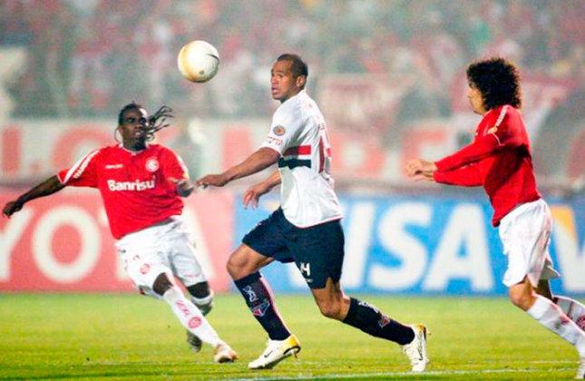 Para defender o título da Libertadores, o São Paulo enfrentou o Internacional na final do torneio em 2006. No entanto, o Colorado superou o Tricolor em dois jogos e se sagrou campeão.