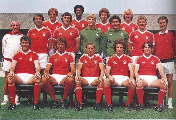 Para finalizar, essa história merece ser contada aqui. O Nottingham Forest disputava a segunda divisão inglesa em 1976-77 e acabou na terceira colocação, subindo para a elite. No ano seguinte, acabou campeão do Campeonato Inglês e, na temporada 1978-79, levantou a sua primeira Liga dos Campeões, de forma invicta. Em 80, foi novamente vencedor da Champions.