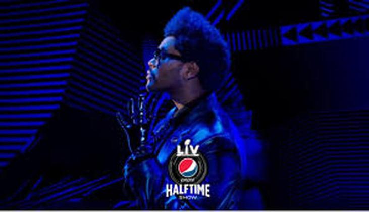 Para grande parte do público ao redor do mundo, o Show do Intervalo do Super Bowl é um evento mais importante do que o jogo em si. Esse ano, o cantor The Weeknd será a atração principal do evento. Durante o primeiro quarto de século do evento, porém, não era bem assim.